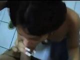 Abella Anderson haciendo una mamada en una gasolinera - POV