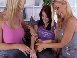 Tanya Tate y Sophie Dee en un trío intenso de lesbianas - Trios