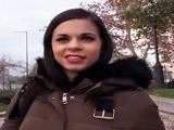 Nekane acepta follar en la calle a cambio de dinero - Español