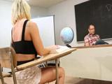 Harta del castigo calienta al profesor para que se lo quite - Jovencitas