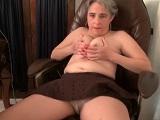 Vídeo porno casero donde la abuela se toca el coño - Amateur