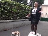 Un paseito al perro y después a follar con el marido - Maduras