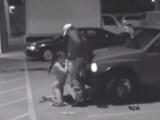 Mamando la polla al tío de seguridad en el parking