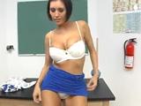 La profesora de física de desnuda y se toca para nosotros - Morenas