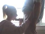 Mamada y follada con su novia junto a la ventana de casa - Amateur