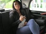 En su taxi solo se montan las mujeres más cerdas - Morenas