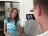 Preciosa chica rusa se presenta a su primer casting porno - XXX