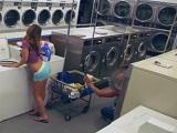 Cámara oculta graba una follada en una lavandería - HD