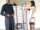 Asa Akira en un durísimo interracial con sexo anal