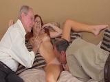 Alanah Rae disfruta como loca follando con dos viejos - HD