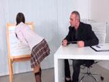 El profesor alucina con el culito sexy de la colegiala - Jovencitas