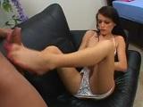 Jenna Presley hace unas pajas con los pies que son un lujo - Morenas