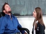 Alice March convence al profe a su manera para aprobar - XXX