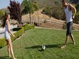 Allie Haze se folla al futbolista caliente de su vecino