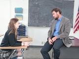 El profesor le promete el aprobado a cambio de sexo duro - HD