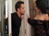 La señora de la casa es muy infiel y se folla a un trabajador - Morenas