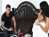 La señora Peta Jensen enseña las tetas al novio de su hija - HD