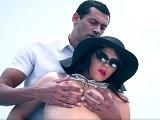 El vecino de la zorra Valentina Nappi va directo a su culo - Anal