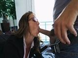 La secretaria me hace un trabajillo extra en mi casa - Culos