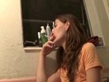 Papá castiga a su hija tetona por fumar con una follada - XXX