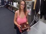 Layla London sale reventada de la tienda de empeños - Morenas