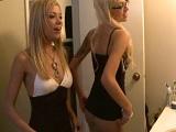 La rubia Nicole Ray con su hermana, las dos cachondas! - Rubias