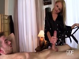 Ivana Sugar le hace un masaje completo al joven Danny D - HD