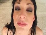 La morena Sofia Valentine hace un bukkake muy guarro