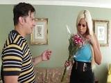 Bridgette B se folla al amigo un poco friki de su hijo - Maduras