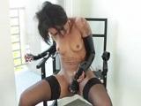 Skin Diamond tocándose atada en una escena fetiche - Negras