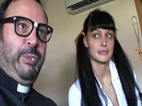 Aletta Ocean cae en las redes del gran Padre Damián