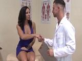 Lylith Lavey follada por su propio médico en la consulta