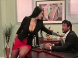 La becaria entra en mi despacho, creo que quiere rabo - Morenas