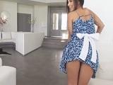Alexa Tomas te limpia la casa y la polla, que sexy empleada - Español
