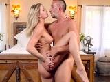 La hijastra acaba seduciendo en lencería a su padrastro - HD