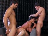 Será guarra la jefa, se folla a tres de sus mejores empleados - Porno Duro