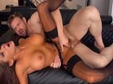 Madison Ivy se pone a follar duro con Erik Everhard - Milf
