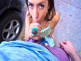 Kelsi Monroe es una experta en follar en mitad de la calle - HD