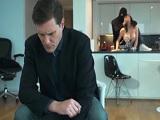 Su marido no se entera que se folla a todos los hombres - Porno Duro