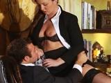 La secretaria es quien calma a este hombre de negocios - Morenas