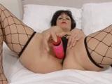 Madura de tetas operadas se graba en un vídeo casero - Masturbaciones