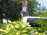 Me lava el coche y se lleva de propina una buena follada - Jovencitas