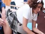 Joven estudiante es follada por su profesor de historia - Latinas