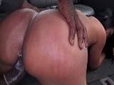 Colombiana de culo gordo follando en el bangbus - Culos