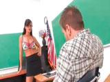 La profesora viciosa quiere follarse a su alumno - Maduras