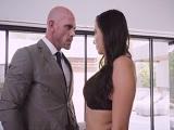 Karlee Grey follada con fuerza por el calvo Johnny Sins - HD