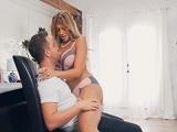 Mercedes Carrera se lo acaba montando con su hijastro - Porno Duro