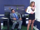 La secretaria no deja de poner cachondo a su jefe - Culos