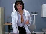 Con una enfermera así, yo también quiero estar malo.. - Porno Duro