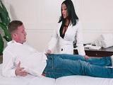Relaja chico, voy a masajearte por todo el cuerpo.. - HD